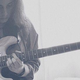 Música, parte 2. 🎶💓 . . . #friday #guitar #music #blackandwhite #musicislife #guitarist #musica #musicaevida #instadaily #instafollow #instagood #instagramer #girl #bestoftheday #instacool #instago #all_shots #webstagram #picoftheday #photooftheday #fotododia #keepcalm #playguitar #musician #musicians #musicianslife #fridayfeeling #jam