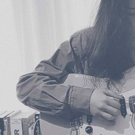 Às vezes, acho-te impossível; é quando me provas que és certa como o sol. . . . #saturday #saturdaymorning #music #musicislife #musica #musicaevida #guitar #guitarist #girl #girlplaysguitar #musicislife #instadaily #instafollow #instagood #instagramer #girl #bestoftheday #instacool #instago #all_shots #webstagram #picoftheday #photooftheday #fotododia #saturdayfun #blackandwhite #selfie